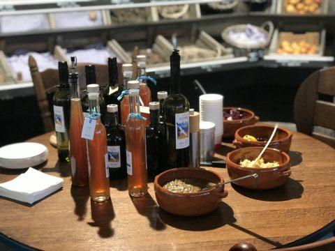 Vega koken met olijfolie, wijnazijn, knoflook, uitje wat kruiden en een beetje peper en zout.
